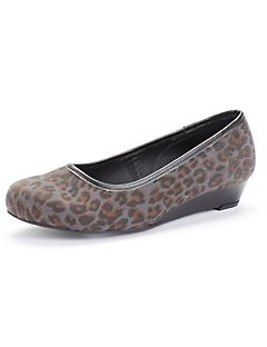 Good Soles Leopard Wedge